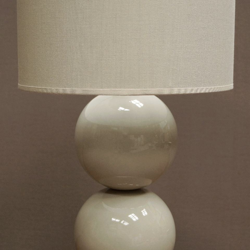 Fragment lampy sypialnianej PERLA II w kolorze cappucino