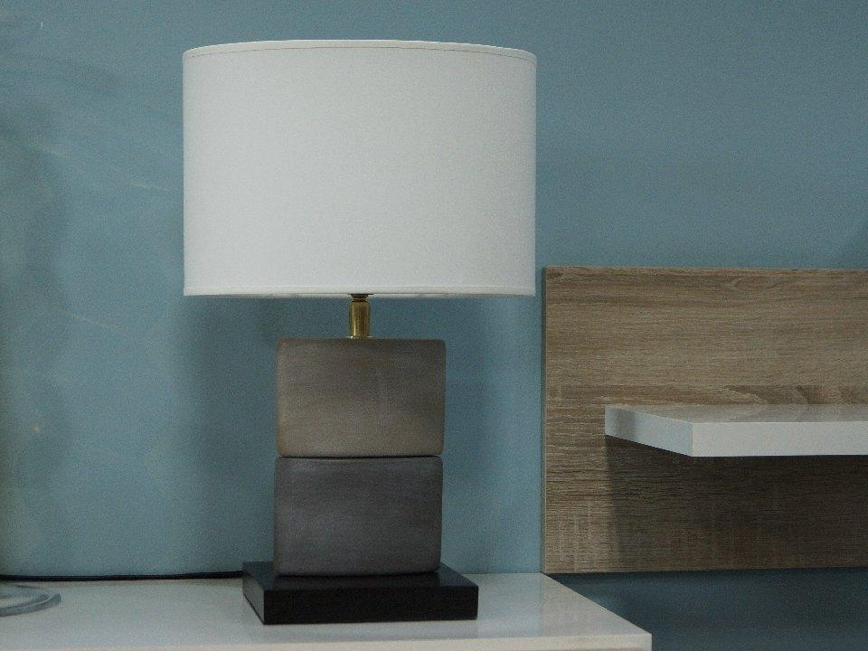 Niewielka lampka nocna CHANEA z ceramicznych elementów